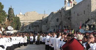 Catholic procession on Christmas Eve, 2006, in Bethlehem. Photo by Donatus, Wikipedia Commons.