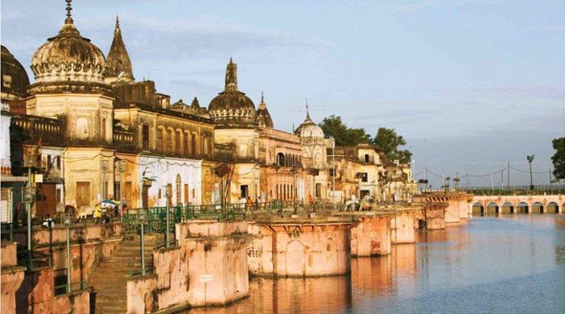 Ram Paidi ghat on Sarayu river, Ayodhya. Photo by Ramnath Bhat, Wikipedia Commons.
