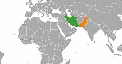 Locations of Iran (green) and Pakistan. Source: Wikipedia Commons.