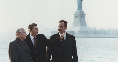 United States President Ronald Reagan and Vice President George Bush meeting with Russia's Mikhail Gorbachev on Governors Island, New York, 7 December 1988. Source: Wikipedia Commons.