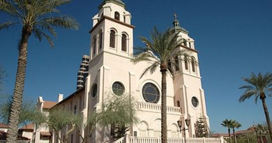St Mary's Basilica, Phoenix, Arizona. Photo by Saint Christopher, Wikipedia Commons.