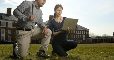 Rajat Mittal, left, a Johns Hopkins mechanical engineering professor, and Neda Yaghoobian, a visiting postdoctoral scholar, devised a computer simulation to determine how wind conditions affect the of trajectory of a golf ball in flight. Credit Will Kirk/Johns Hopkins University