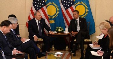Kazakhstan President Nazarbayev and US President Obama held a bilateral meeting on the sidelines of the 2014 Nuclear Security Summit in The Hague. Credit: Wikimedia Commons
