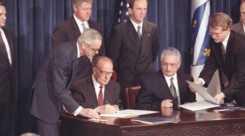 Bosnian President Alija Izetbegovic´ and Croatian President Franjo Tudman sign Washington Agreement, March 1994 (Central Intelligence Agency)