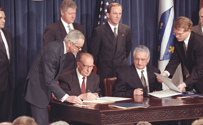 Bosnian President Alija Izetbegovic´ and Croatian President Franjo Tudman sign Washington Agreement, March 1994 (Central Intelligence Agency)