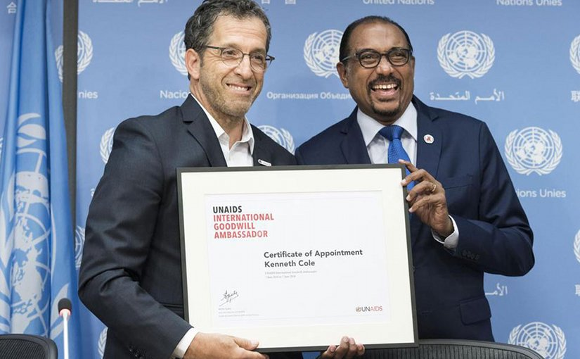 Michel Sidibé (right), the Executive Director of UNAIDS, introduces fashion designer Kenneth Cole as an International Goodwill Ambassador. UN Photo/Mark Garten