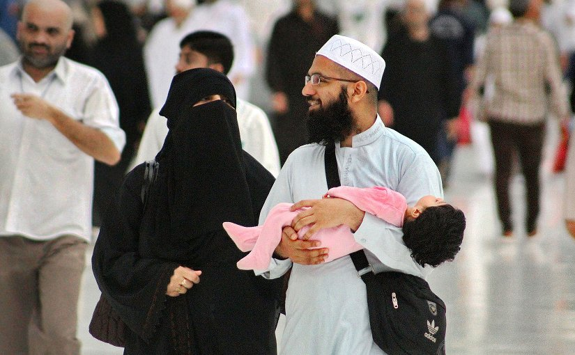 A young Muslim couple and their toddler at Masjid al-Haram, Makkah, Saudi Arabia. Photo by Mohammed Tawsif Salam, Wikipedia Commons.