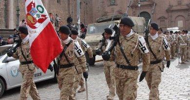 Peruvian Army Parade. Photo by Jersey Devil, Wikimedia Commons.
