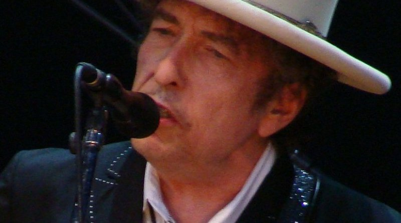Bob Dylan. Photo by Alberto Cabello, Wikipedia Commons.