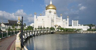 The Great Mosque in Brunei. Photo by Daniel Weiss, Wikipedia Commons.