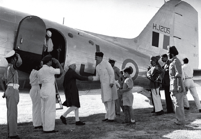 Sheikh Abdullah receives Jawaharlal Nehru on his arrival at Srinagar airport on September 24, 1949, to take part in the All-Jammu and Kashmir National Conference   Source: Public.Resource.Org