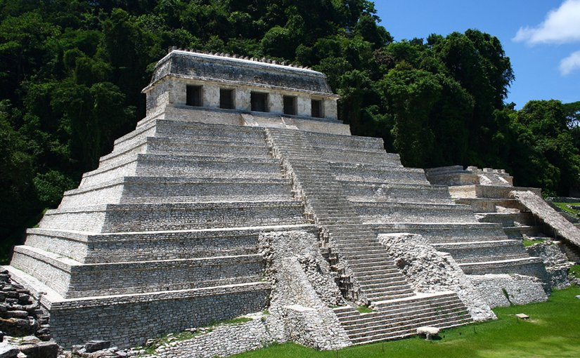 emple of the Inscriptions, Palenque, Chiapas, Mexico. Photo by Jan Harenburg, Wikipedia Commons.