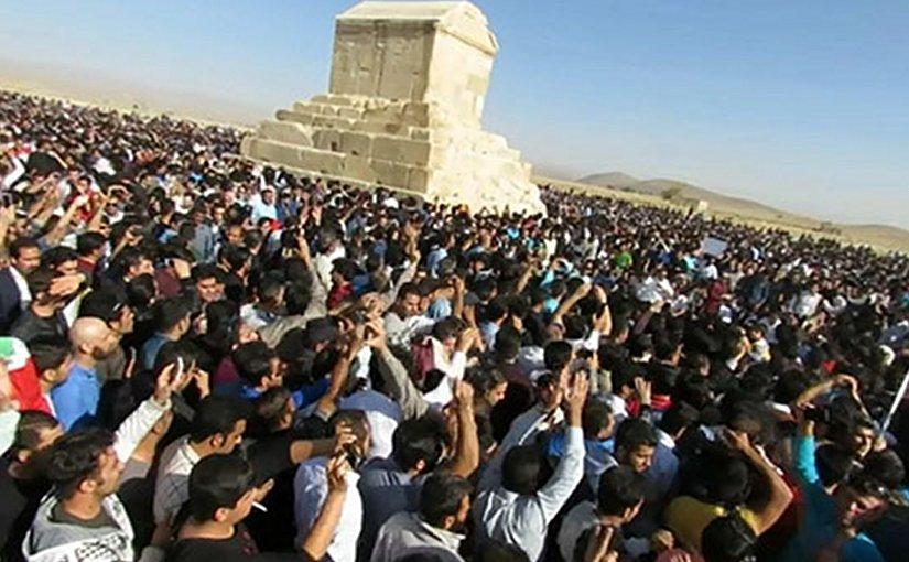 Protestors at Iran's Pasargard, the Tomb of Cyrus the Great. Photo Credit: Radio Zamaneh.