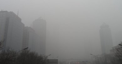 Smog in Beijing, China. Photo by 螺钉, Wikipedia Commons.