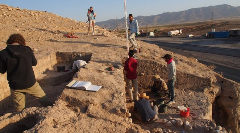 Excavating the eastern slope of the upper part of Bassetki, where several fragments of Assyrian cuneiform tablets were discovered. Photo: P. Pfälzner