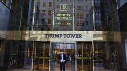 The main entrance of Trump Tower. Photo by Bin im Garten, Wikipedia Commons.