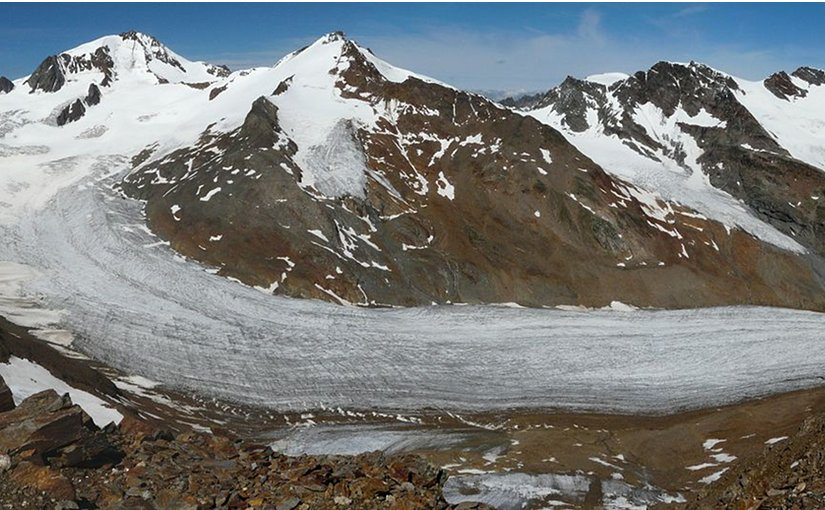 Hintereisferner Glacier in Austra. Photo by Whgler, Wikipedia Commons.