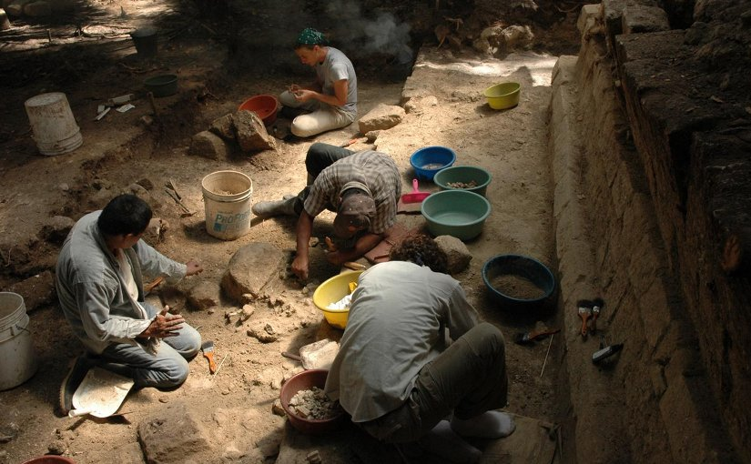 Archaeologists excavate the royal palace of Ceibal, which was burned during the Classic Maya collapse in the ninth century. Credit Takeshi Inomata/University of Arizona
