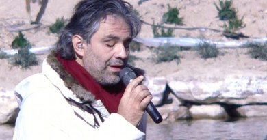 Andrea Bocelli. Photo by Dovywiarda, Wikipedia Commons.