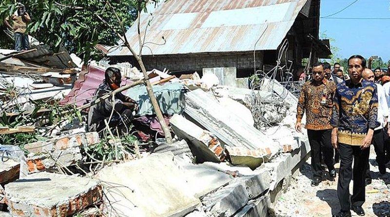 Indonesia's President Joko Widodo visiting areas affected by the earthquake, 15 December 2016. Photo: Biro Pers Setpres (Press Bureau of the Secretariat of the President of Indonesia), Wikipedia Commons.