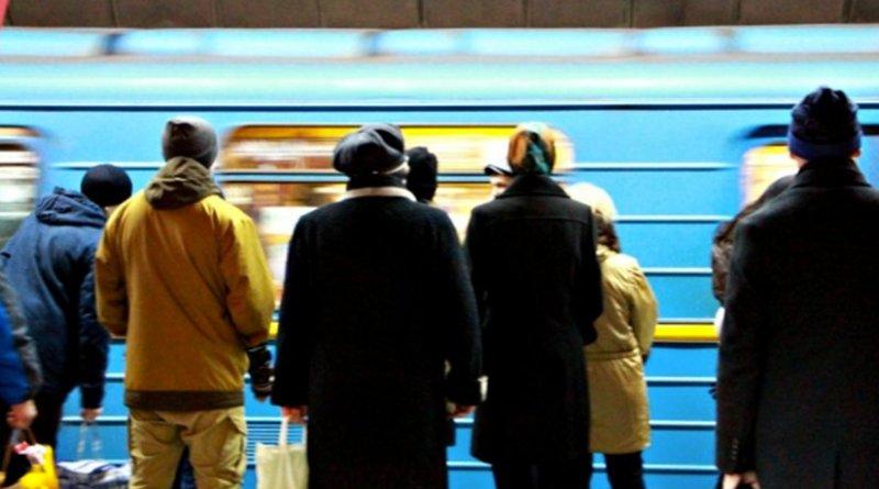 crowd train subway people