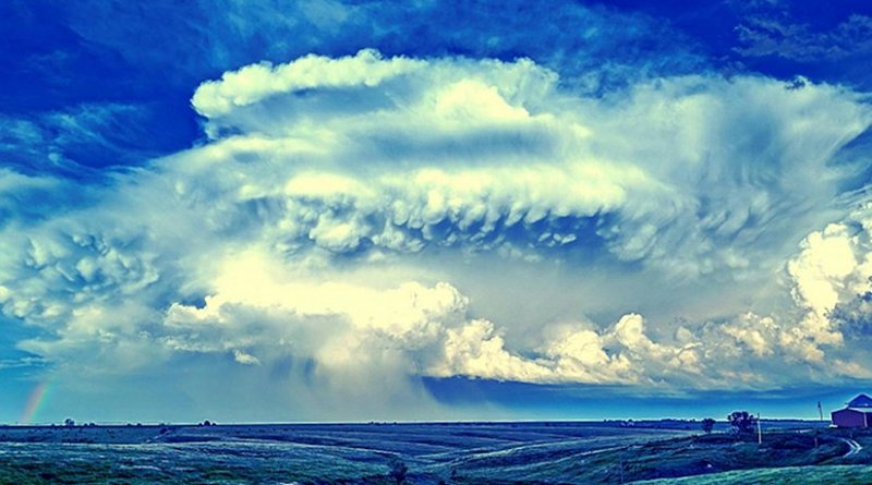 A supercell thunderstorm passes near Elm Creek, Nebraska, in July 2014. Penn State meteorologists have been examining the widths of storms' updrafts to predict the likelihood of dangerous hail. Credit NOAA