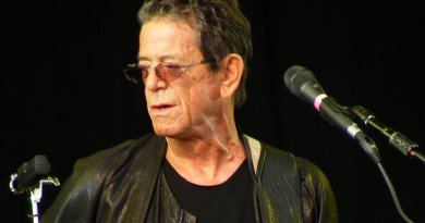 Lou Reed. Photo by Man Alive!, Wikimedia Commons.