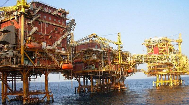 An ONGC platform at Bombay High in the Arabian Sea. Photo by Nandu Chitnis, Wikipedia Commons.