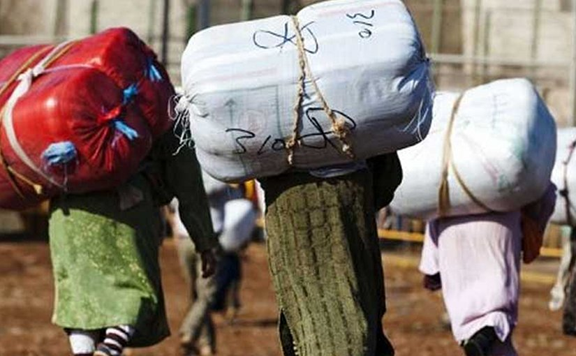 Moroccan 'mule woman' or 'porteadoras' carrying bales that often weigh between bales' weight varies from 60 to 90 kg. Photo Credit: TribunaFeminista