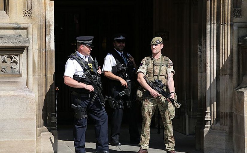 British military personnel alongside armed police as part of Operation Temperer in response to raised threat level. Photo by Katie Chan, Wikipedia Commons.