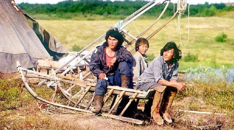 A group of Nenets in Dudinka. Photo by Dr. A. Hugentobler, Wikipedia Commons.