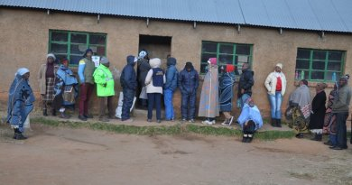 Voters queuing to cast their votes in Qachas Nek district, bordering on Eastern Cape Province of South Africa. Credit: Sechaba Mokhethi | IDN-INPS