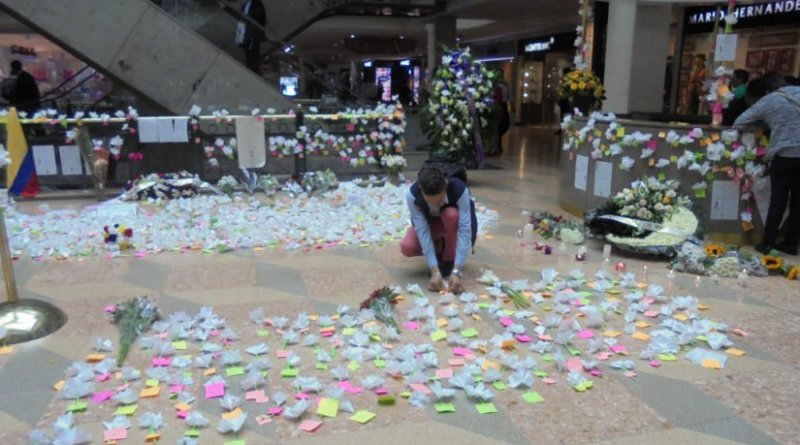 People leave notes and flowers on the first floor of Bogota's Centro Andino shopping mall in solidarity to the victims of the terrorist bombing at a women's bathroom on its second floor June 17, 2017. (Photo by Steve Salisbury, June 20, 2017.)