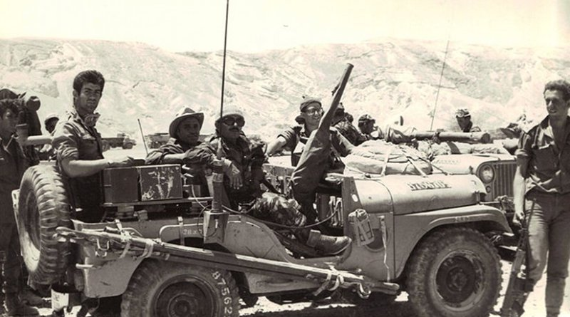 """Israeli reconnaissance forces from the """"Shaked"""" unit in Sinai during the Six Day War. Photo by רפי רוגל , Wikipedia Commons."""