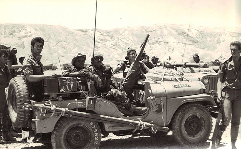 "Israeli reconnaissance forces from the ""Shaked"" unit in Sinai during the Six Day War. Photo by רפי רוגל , Wikipedia Commons."