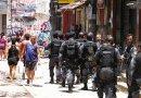 Police patrol poor neighborhood in Rio de Janeiro, Brazil. Photo by Agência Brasil -ABr, Wikimedia Commons.