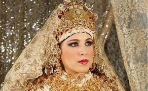 Moroccan bride in traditional attire