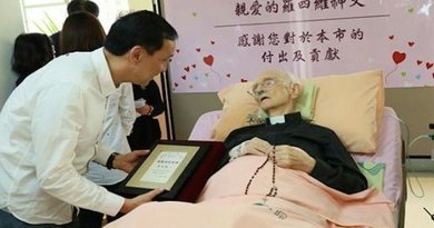 Father Daniel Ross was awarded Taiwanese citizenship shortly before his death. (Photo courtesy of New Taipei City government)