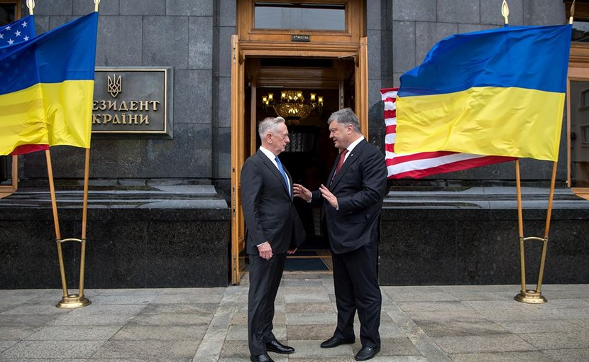 Defense Secretary Jim Mattis meets with Ukrainian President Petro Poroshenko in Kyiv, Ukraine, Aug. 24, 2017. DoD photo by Air Force Staff Sgt. Jette Carr