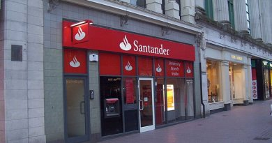 A branch of Santander in Cardiff, United Kingdom. Photo by Peter Clayton, Wikipedia Commons.