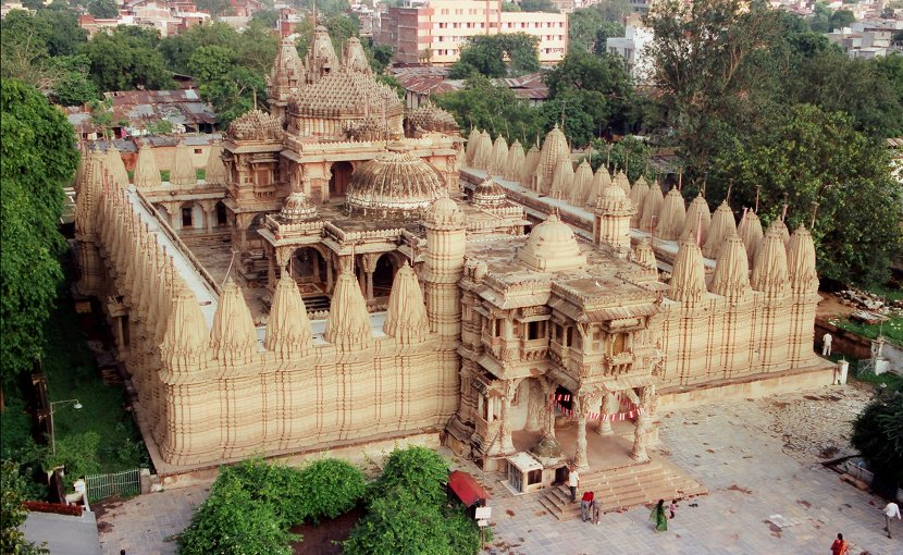 Hutheesing Jain Temple in Ahmedabad, Gujarat, India. Photo by Kalyan Shah, Wikipedia Commons.