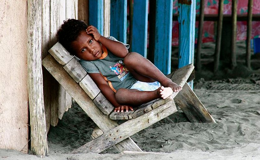 Child from the La Barra neighborhood, beach near Buenaventura, Colombia. Photo by Quinaya Qumir, Wikimedia Commons.
