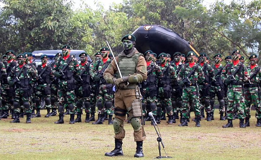 Indonesian Army soldiers. Photo by AWG97, Wikipedia Commons.