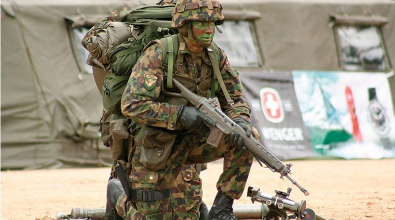 Swiss grenadier takes part in raid commando competition in 2007 (Courtesy Ltpcb)