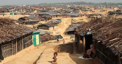 Rohingya's in Kutupalong Refugee Camp in Bangladesh. Photo taken by John Owens/VOA, Wikipedia Commons.
