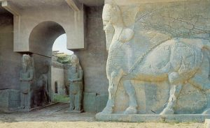 A lamassu at the North West Palace of Ashurnasirpal II before destruction in 2015, south of Mosul, Iraq. Photo by M.chohan, Wikipedia Commons.