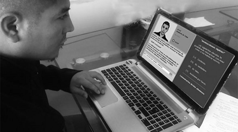A computer user speaking with a chatbot. Photo by Mariscal2014, Wikimedia Commons.