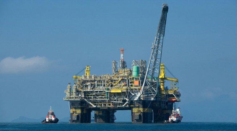 Oil platform P-51 offshore Brazil. Photo by Divulgação Petrobras / ABr, Wikipedia Commons.