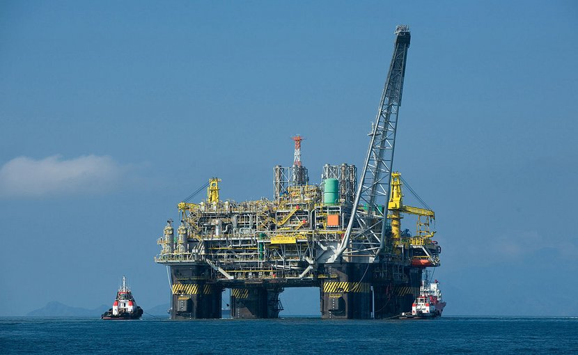 Oil platform P-51 offshore Brazil. Photo by Divulgação Petrobras / ABr, Wikipedia Commons.
