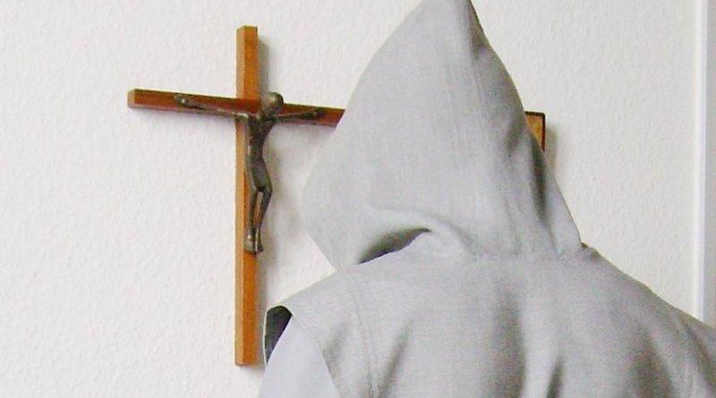 Praying Trappist monk. Photo by Daniel Tibi |, Wikipedia Commons.